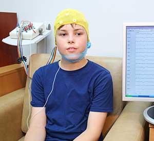 EEG-Messung an einem Buben