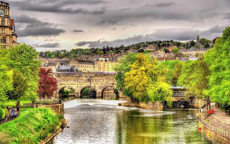 Fluß Avon fließt durch Bath