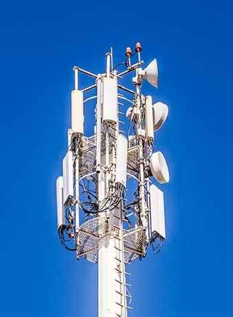 Basisstation Mobilfunk mit Richtfunkantennen