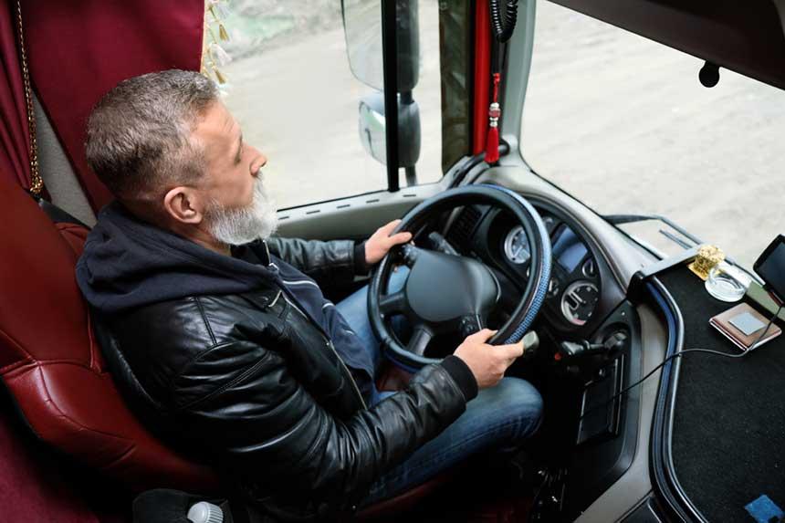 Ein LKW-Fahrer im Einsatz